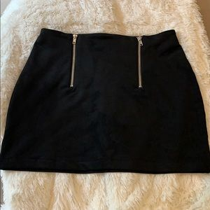 Double zippered faux suede skirt